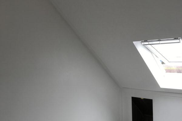 Zolderkap-gesausd,-muur-behangen-en-gesausd