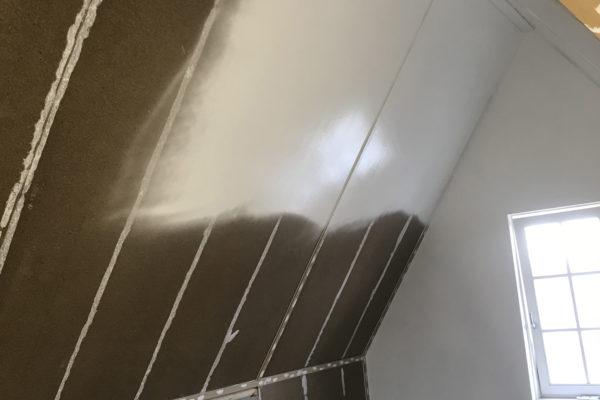 Zolderkap-gerepareerd-en-begonnen-met-sausen-van-de-kap